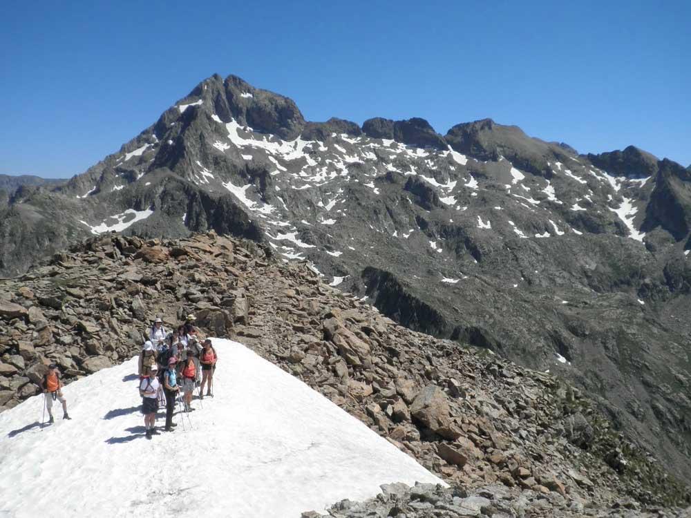 Randonnée au sommet de la vésubie face au Mont Gélas, point culminant du Mercantour