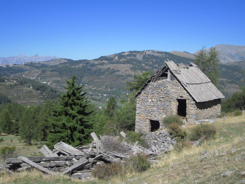 hameau lors d'une Randonnée Mercantour Cian